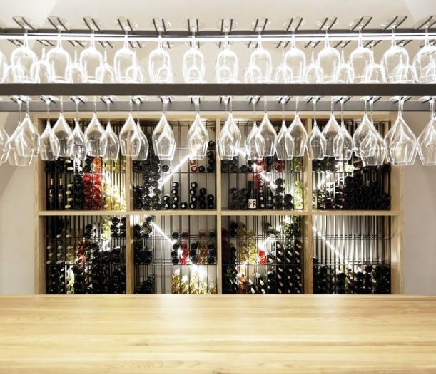 Bar / restaurace / café - Vinný bar Chatka: Prostor na míru vínu i hostům