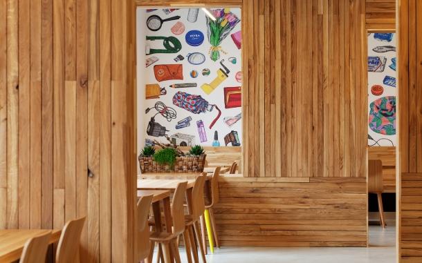 Bar / restaurace / café - Kavárna Místo: Labyrint provoněný kávou a dřevem
