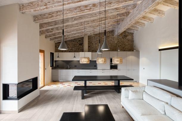 Interiér - Dřevo, kámen a krásná příroda v perfektní kombinaci