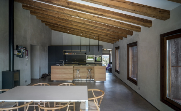 Exteriér - Rekonstrukce farmářského domu přináší elegantní propojení starého a nového