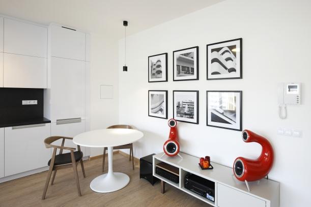 Interiér - Úsporné a chytré řešení bytu podle architekta Gala Karaguly