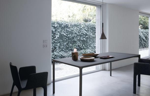 Boiacca - jedinečný stůl z betonu na ven i dovnitř | puntodesign.cz