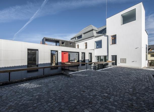 Komerční projekty - Industriální domov plastů v režii ateliéru Mjölk