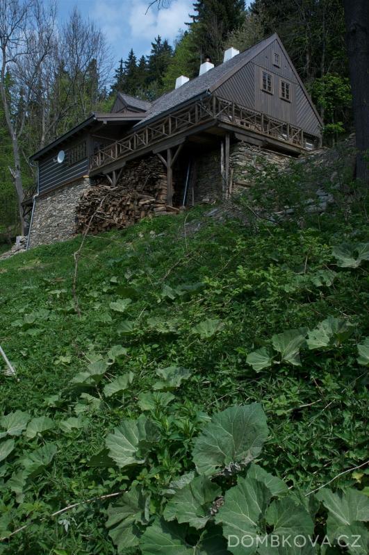 Znovuzrozená roubenka v Orlických horách