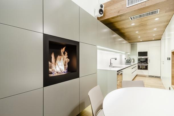 Interiér - Delikátní kuchyně ateliéru DELICODE