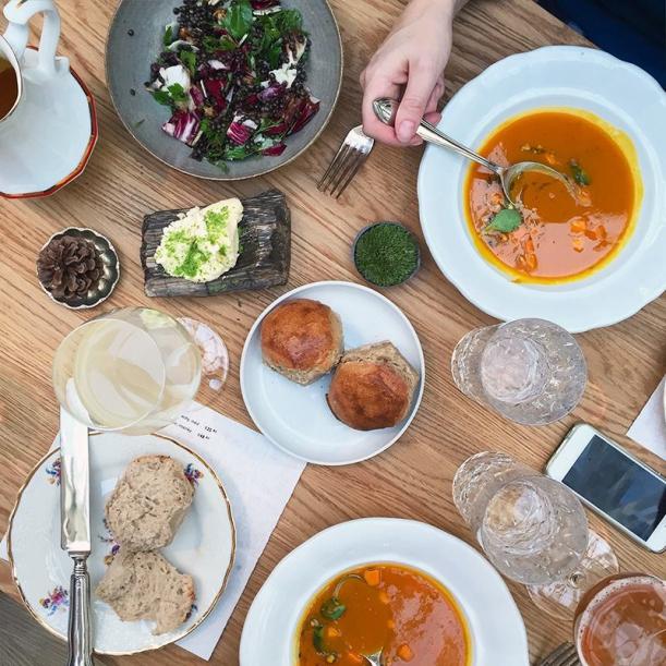 Bar / restaurace / café - Eska: Židle jako ze školy, jídlo jako od babičky