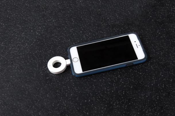 Elektronika - Corian Charging Surface: bezdrátové nabíjení pro více pohodlí a estetiky
