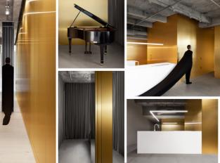 Byt pro hudebního skladatele kombinuje beton, mosaz a mramor