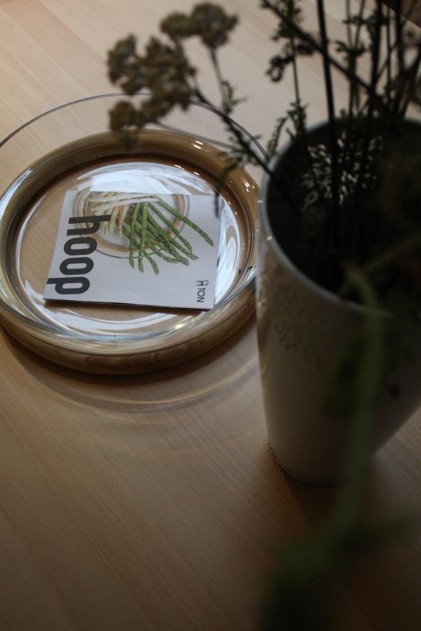 Nábytek - TON: Pokorný showroom s neviditelným designem