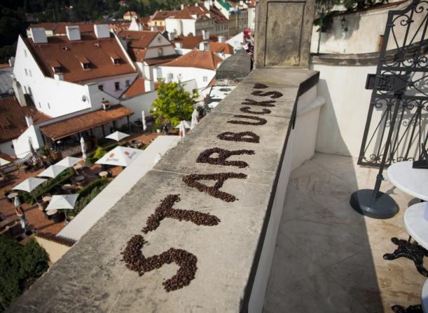 Bar / restaurace / café - Kavárna Starbucks, jak ji neznáte: staronový design na Pražském hradě