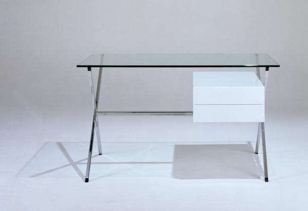 Nábytek - Albini Desk: přísná geometrická forma jako vrchol elegance