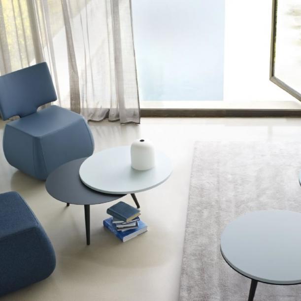 Nábytek - Stoly a stolky: Kamenný či svítící, je to držák každé domácnosti