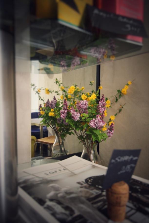 Bar / restaurace / café - Bistro No. 19: Designové produkty jako předkrm, výstava  jako zákusek