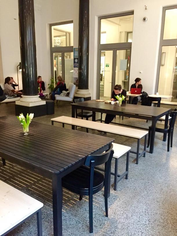 Bar / restaurace / café - Kafe Damu: Inspirováno prostorem