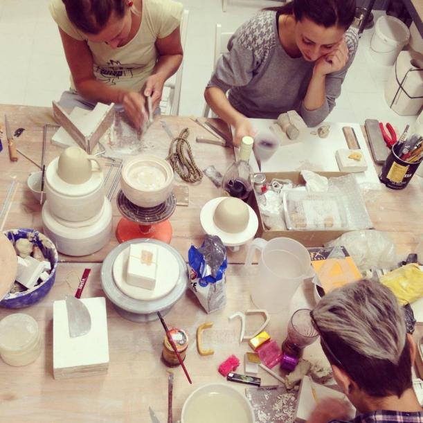 Komerční projekty - Shit Happens: Porcelán, který si na nic nehraje