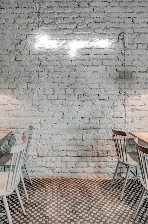 Bar / restaurace / café - Phill's Twenty7: Obnažené bistro