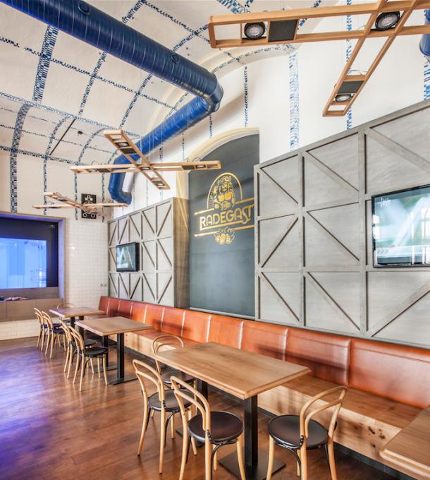 Bar / restaurace / café - Prostor protkaný pivem a českou tradicí