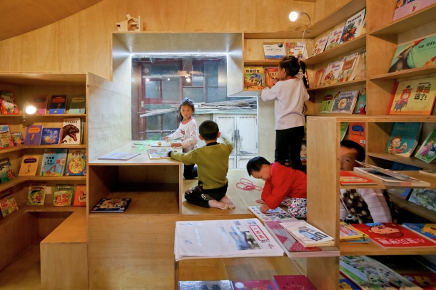 Další - Ze starého a přeplněného dvora hravým a kreativním místem pro děti