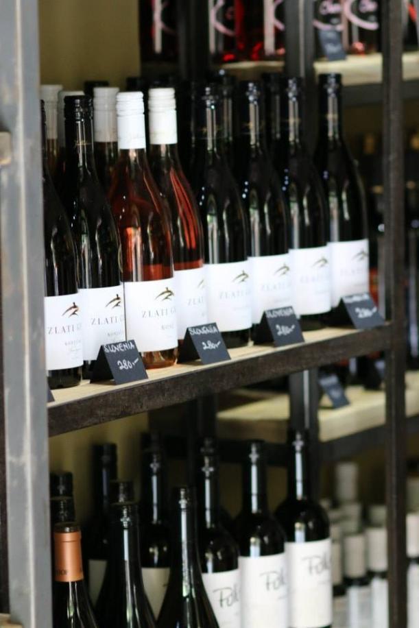 Bar / restaurace / café - Kouzelná prodejna vína jménem Enoteca Aroma