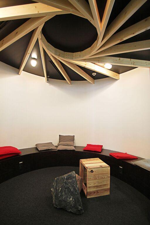 Kancelář - Etneteria: Pracovní prostory, které ctí své zaměstnance