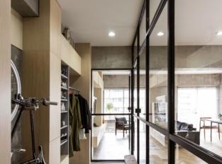 Otočné dveře centrem bytu - předsíň