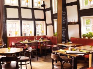 Restaurace plná dřeva