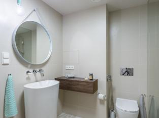 BYT STOUPAJÍCÍ - koupelna