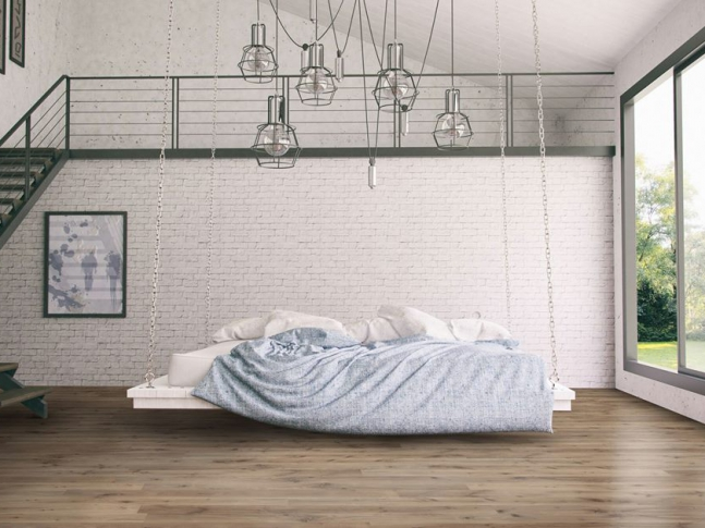 Ložnice se zavěšenou postelí