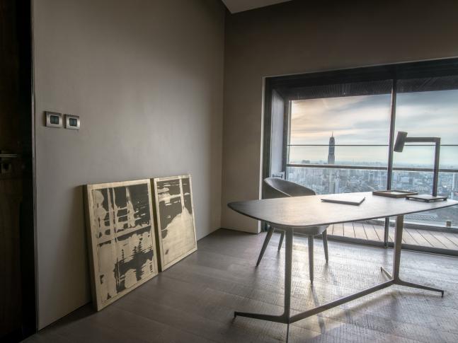 FHM Bachelor Apartment - pracovna