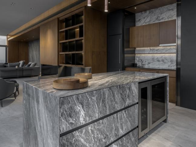 FHM Bachelor Apartment - kuchyň