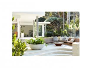 Pocta Oskaru Niemeyerovi - exteriér