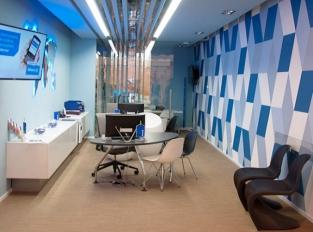 Allianz s podlahou z tkaného vinylu