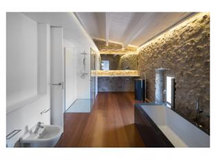 Koupelna domu v Gironě