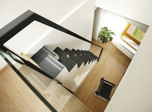 Byt v Praze 9 / schodiště
