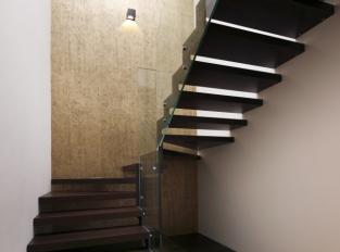 Praha 9 byt - schodiště