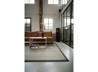 Kusový vlněný koberec k sedačce