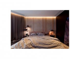 Interiér s mědí a mramorem - ložnice