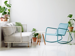 Obývací pokoj plný rostlin