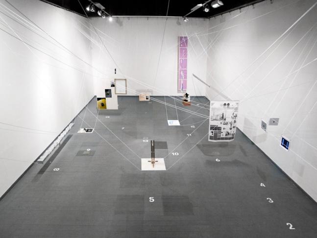 Architektonické řešení výstavy ReD 8 Celkový pohled na instalaci, foto Kryštof Hlůže