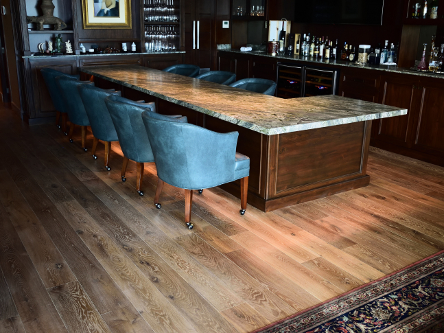 Bar s podlahami Clark