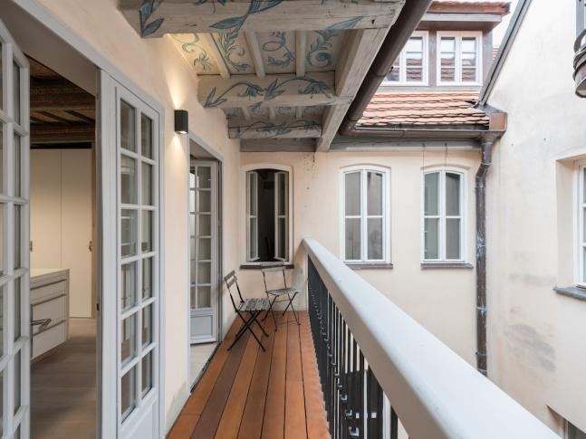45m² - byt pro dva - pavlač/chodba