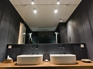 Cornloft / černá koupelna
