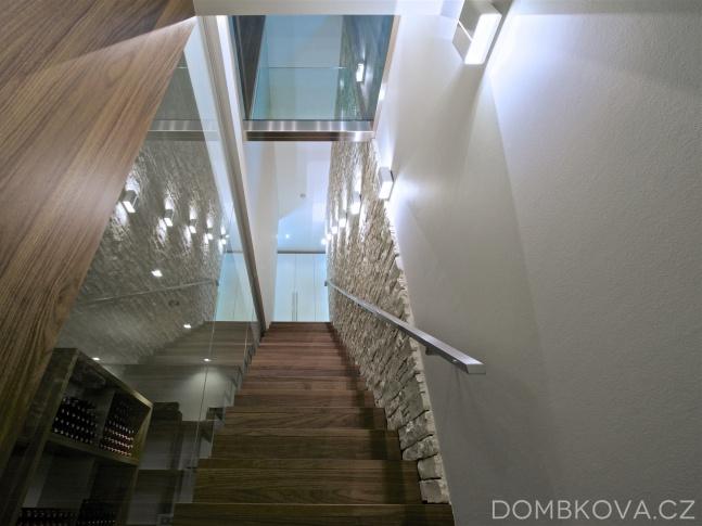 Dům v údolí - schodiště