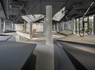 Zátěžový koberec - podlaha do showroomu