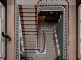 Hala a schodiště v Torel 1884