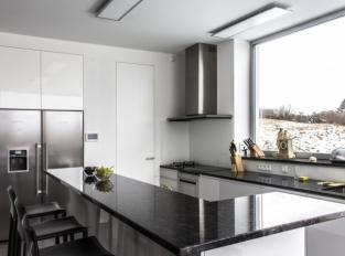 Dveře a skryté zárubně - kuchyň