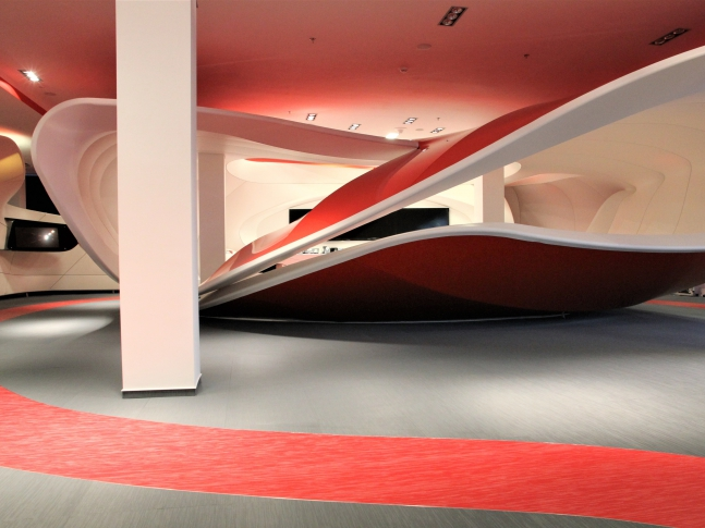 Podlaha z tkaného PVC ve Vodafone Podlaha z tkaného vinylu Fitnice, dodavatel BOCA Praha.