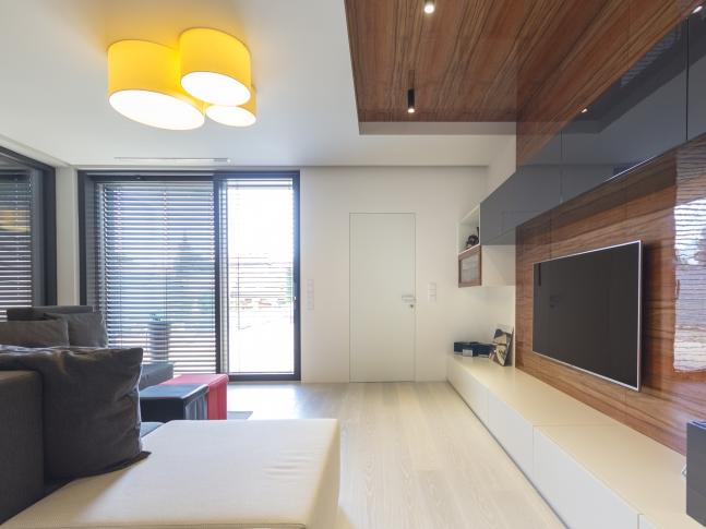 Dveře se skrytou zárubní - obývací pokoj