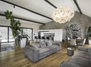Obývací pokoj s imitací betonu
