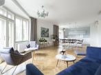 Obývací pokoj světlého bytu v Dejvicích